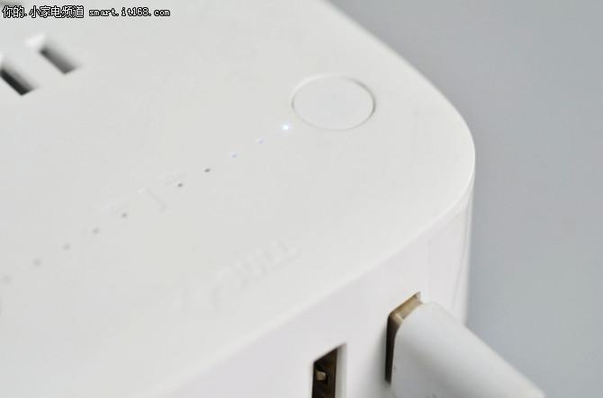 作为国内插座领域的专家,公牛近期推出了一款全新的防过充USB插座GN-U201T,创新的2-10小时精准定时、2区独立控制以及5重安全防护,能够有效的防止数码产品过度充电和反复充电,大大提升手机及数码产品的待电时间。接下来我们就来详细了解一下公牛的这款新品。