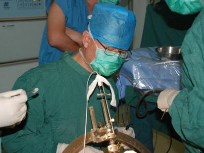 帕金森病可否早期行脑起搏器的手术治疗?图片