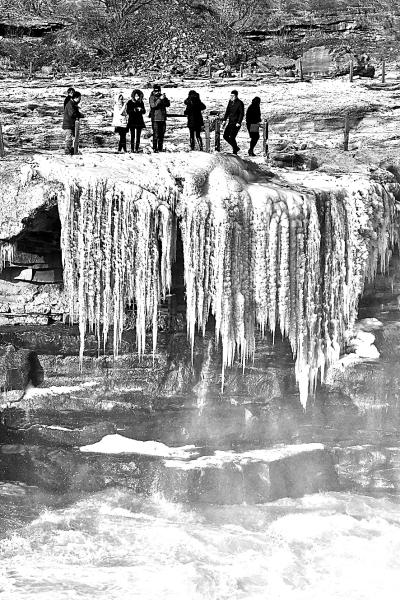 流凌冰挂(图)-黄河壶口瀑布现流凌冰挂景观-2015年12月 ...