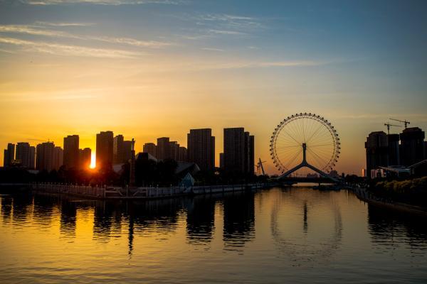 落日下的天津之眼。 视觉国家 材料