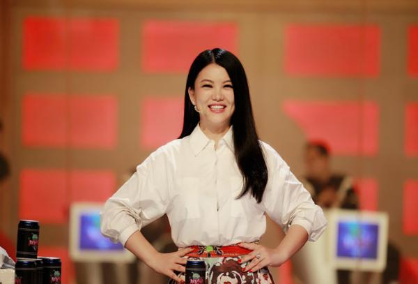 """40岁""""综艺一姐""""李湘从深圳卫视离职,已基本办完手续"""