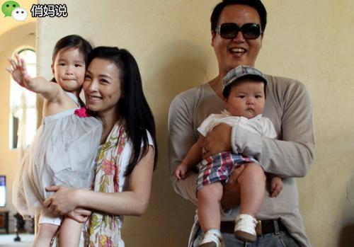 男与两女结婚生子晒幸福被捕_她们年过40竟然都还在拼命生孩子,你还担心什么?-搜狐母婴