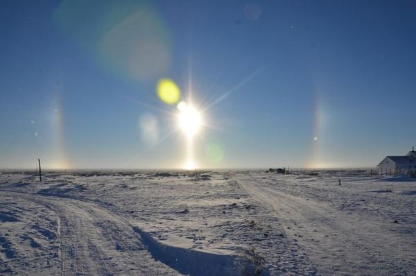 """赤峰幻日现象_内蒙古赤峰达里诺尔湖天空惊现3个""""太阳"""