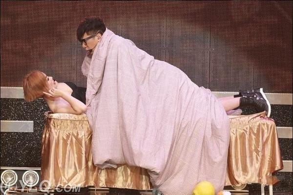 """单立文与女星江美仪当众上演""""金瓶梅"""""""