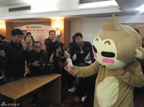 三天!开奖后第三天,广西桂平市双色球2.64亿元巨奖得主就现身广西福彩中心,领取了2.64亿元巨额奖金。