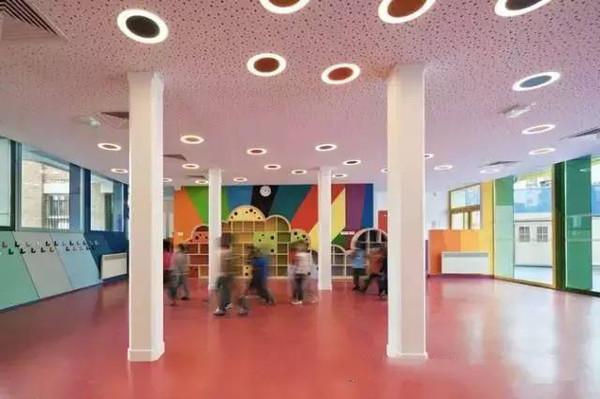 6. 斯洛文尼亚的彩虹之窗 斯洛文尼亚的这个小小幼儿园仅用3天就制作起来