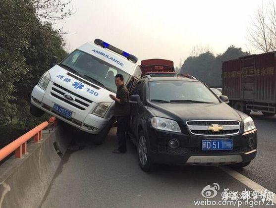 应急车道,是高速公路的生命通道,一次不经意的侵占,都可能造成严重的后果。