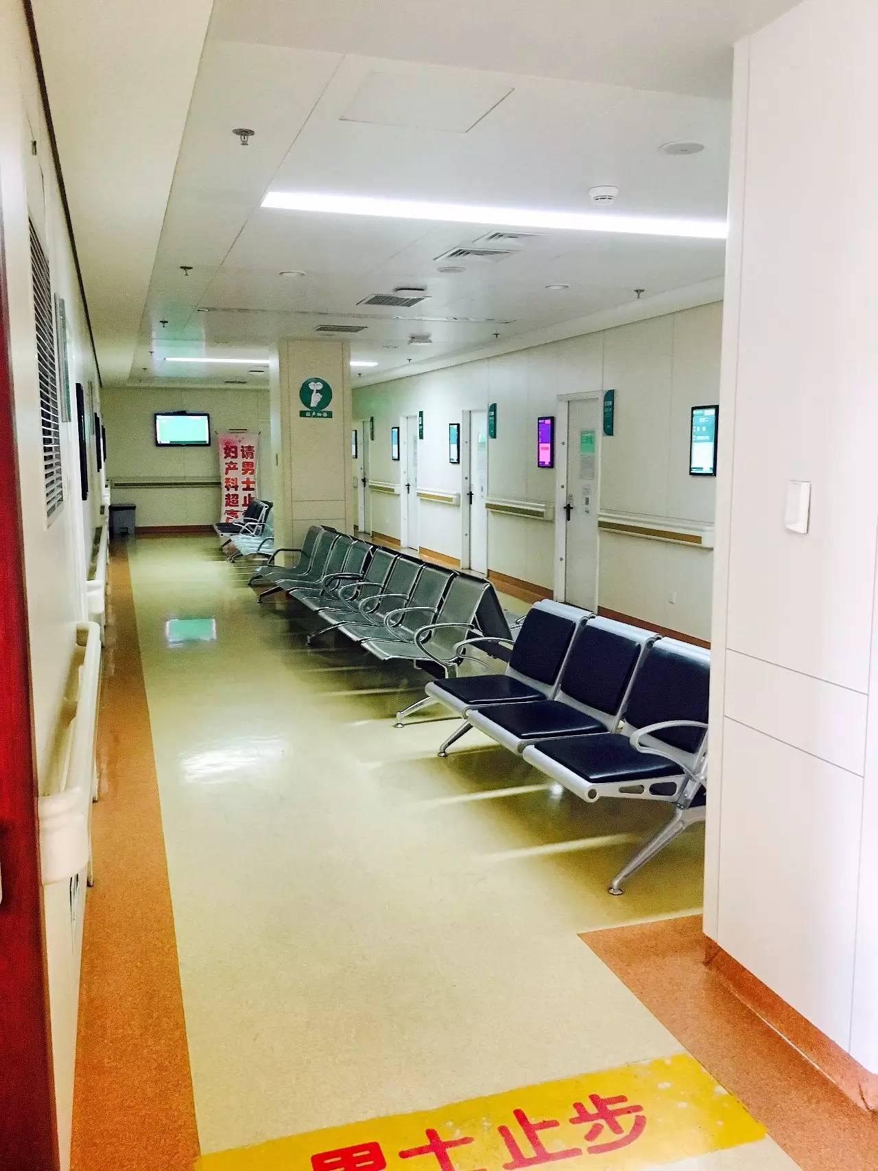 北医三院产房的门在前天有更换过,病房也在进行装修