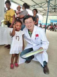 马玉奎在安哥拉每天要接诊很多患者,有大人也有小孩。