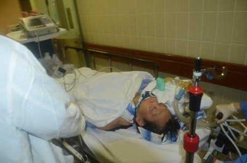 一度半昏迷的男跑手送至律敦治医院抢救。(图:香港《星岛日报》网站)