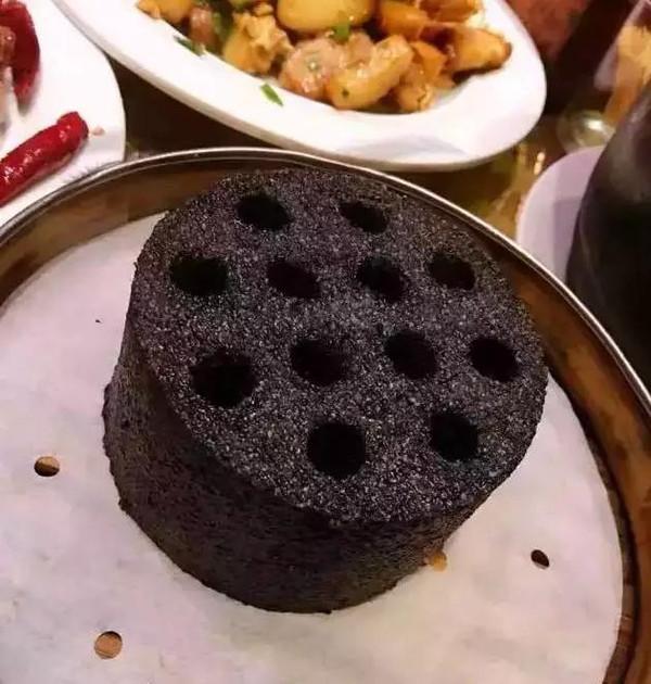 (可将黑芝麻换成煤球末或者是玉米粉)做法方法的蛋糕:1,将黑芝麻扎洋葱的黑米图片