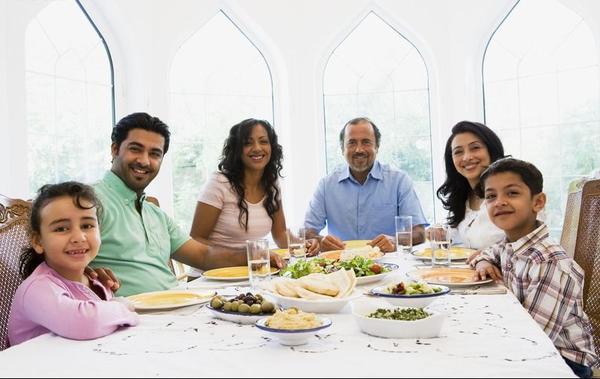 美国人请客吃饭是什么样的图片