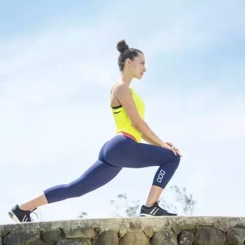 健身完的拉伸运动图解