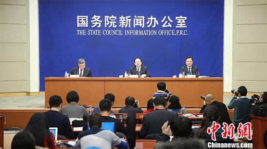 1月19日,国务院新闻办举行新闻发布会,中国国家统计局局长王保安介绍2015年国民经济运行情况,并答记者问。 中新社记者 杨可佳 摄