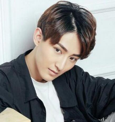 2016年最新男生刘海发型推荐图片