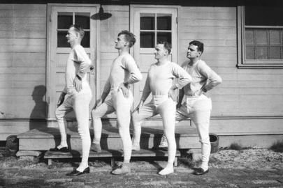 """2016年伊始,改编自《我的滑板鞋》的最新单曲《我的厚秋裤》一经推行,便壕踞各大音乐榜前线。比拟魔性的音乐节拍,号称""""一次下身,毕生难脱""""的秋裤愈加使人难以顺从。自此,秋裤偷鸡摸狗地登上前史舞台,成为有数自夸时髦的青年男女恶梦的开端"""