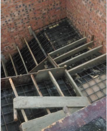 找了一个会做旋转楼梯的结果是个半罐子水,干脆改成三跑楼梯.