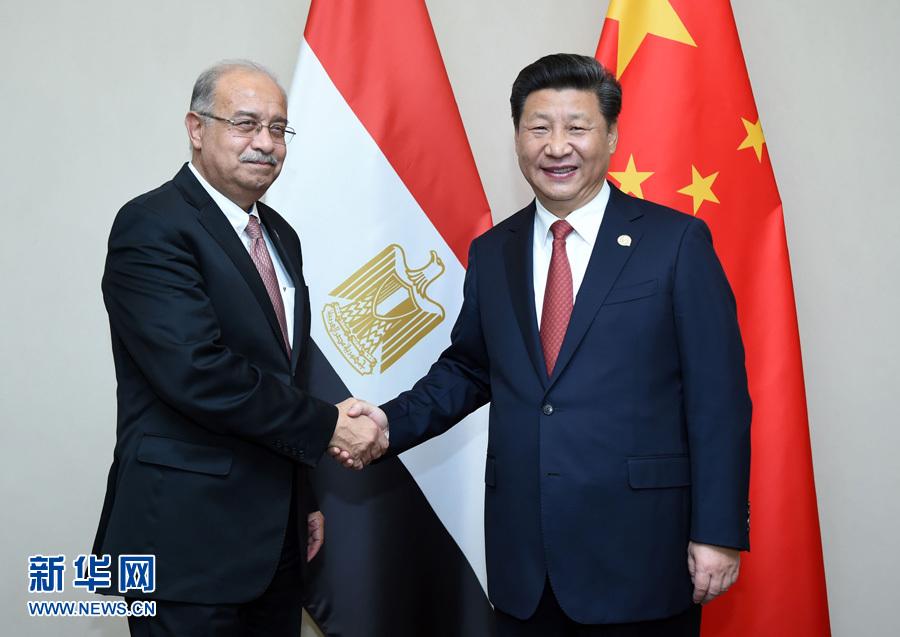 2015年12月4日,中国国家主席习近平在约翰内斯堡会见埃及总理伊斯梅尔。新华社记者张铎 摄