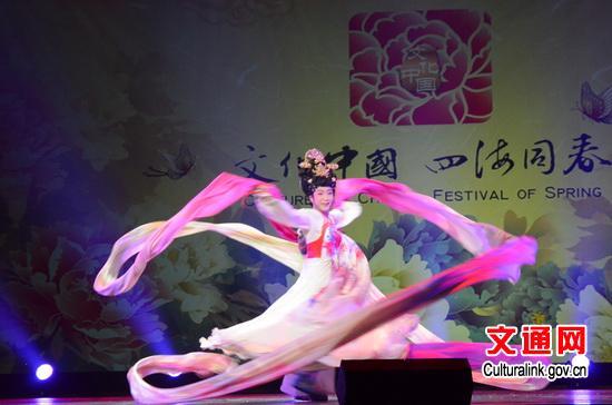 院国家一级演员李玉刚表演京剧《梨花颂》-四海同春 为韩国欢乐春