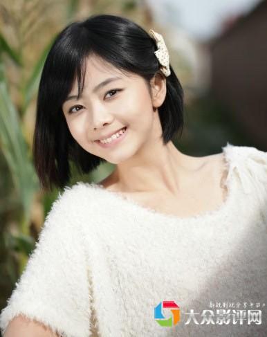 恰好郑爽也是毕业于北京电影学院07级表演系本科班,可是在爽妹子的