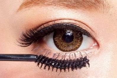 化妆别忘下睫毛,塑造精致大眼!