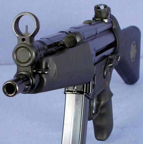 最著名冲锋枪:德国mp5军警两用绝杀武器 指哪打哪