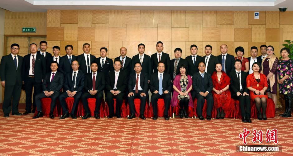 1月21日,中国国务院侨办副主任谭天星在北京会见塞尔维亚中国和平统一促进会访问团一行。中新社记者 张勤 摄