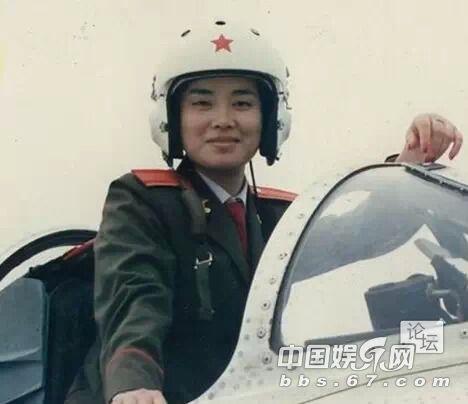 上海参军入伍到南京军区前线歌舞团.-毛阿敏霸气人生 女儿长发披