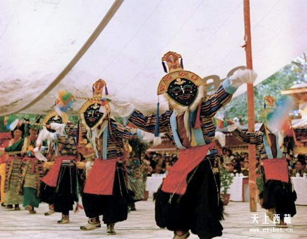 仁布县江嘎尔藏戏 蓝面具藏戏的职业戏班