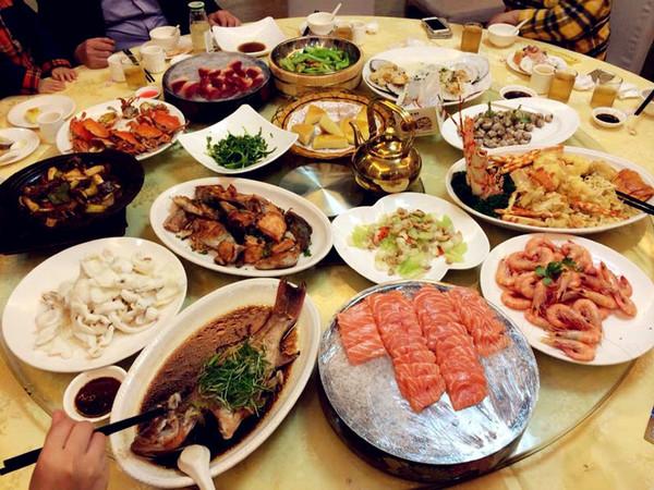 家里吃饭照片_结果可能兜里连加油的钱都不够 挑最有特色的饭店吃饭 吃最可口的美食