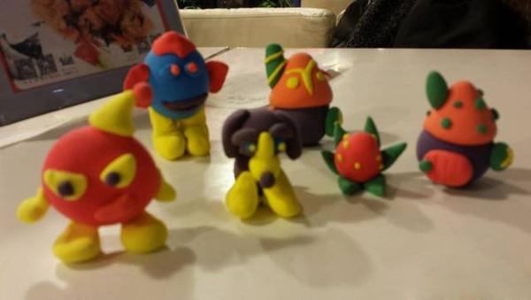 还有软陶泥小人,各色陶泥手工创作,开发孩子的想象力,还有立体拼图