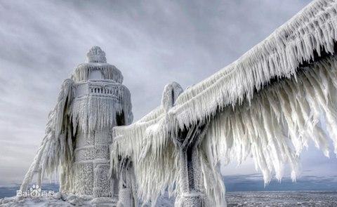 2014年1月6日,美��密歇根州圣�s瑟夫,狂�L雪事后,一�被�鲎〉�羲�。�D像��v:Thomas Zakowski/ Media/�|方IC