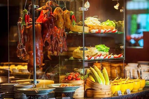 杭州/全天供应自助餐,餐厅中心的开放式厨房汇集各款中西佳肴,将...