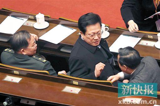 省人大代表张广宁出席省十二届人大四次会议预备会议。 新快报记者 宁彪/摄