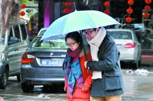 昨日佛山下了五十九年来第一场雪。 广州日报记者龙成通摄