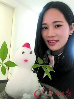 我与小雪人有个合影。