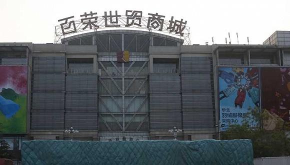 2015年04月28日,北京,非首都功能疏解和棚户区即将改造。在福海国际大厦顶楼,俯瞰东罗园村和时村,大红门地区和百荣世贸等地区。图片来源:视觉中国