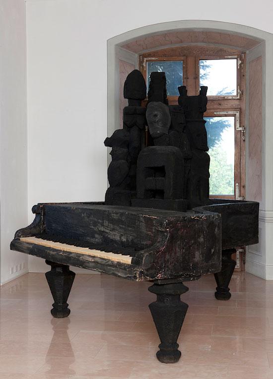 没顶公司-_-徐震-Sponge-Piano-泡沫-蜡-260x210x255cm-2011