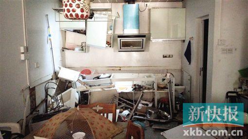 厨房几乎全部被毁了。