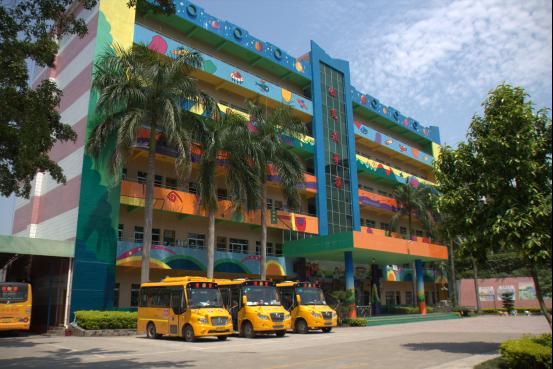 """新蓓蕾幼儿园创立于1997年,以""""童心世界、爱的天堂、孩子的摇篮""""为办园理念<b"""