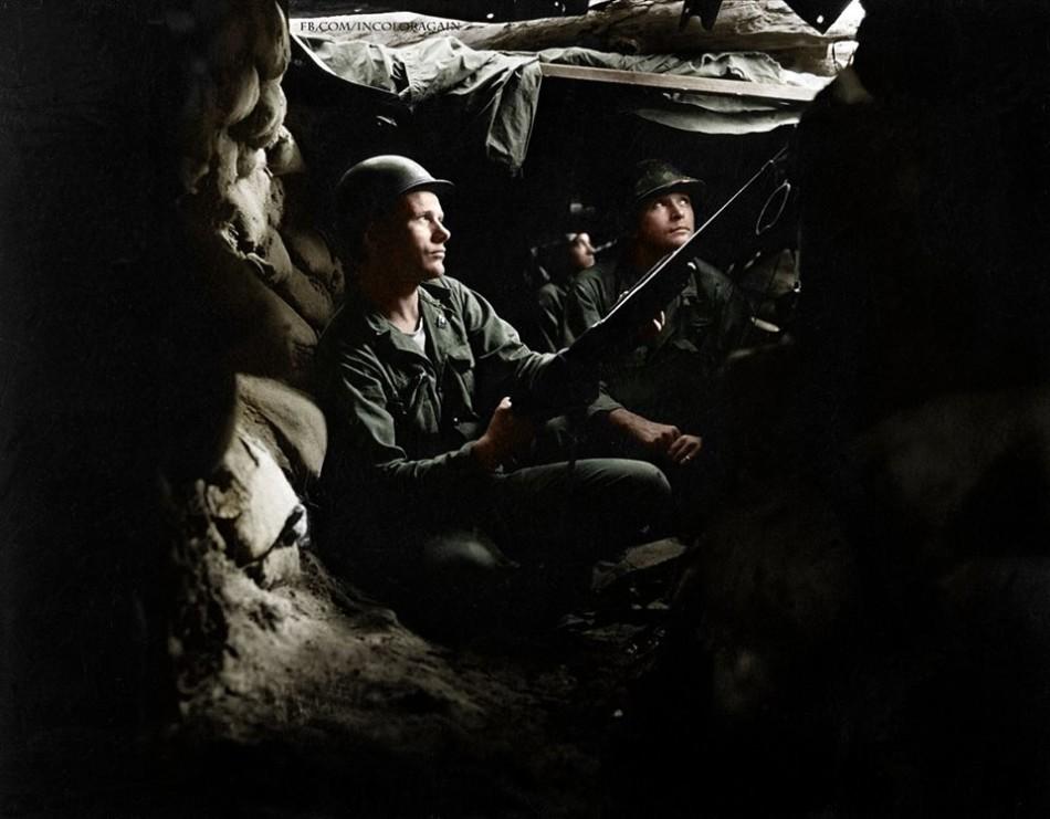 战壕中的美军士兵.