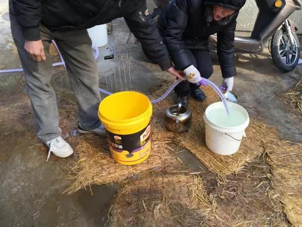 南京一小区800水表被冻爆图片