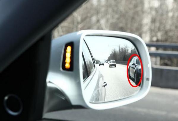"""只觉得好看就LOW爆了 汽车后视镜里面的""""黑科技""""_车猫网"""