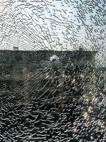 孙先生家被击裂的玻璃