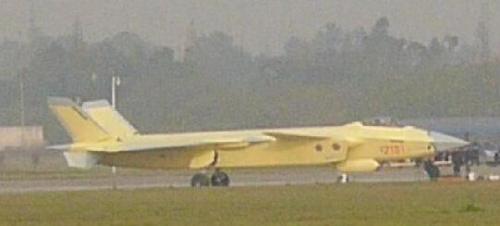 图为网络上出现编号为2101的黄色歼-20战斗机。