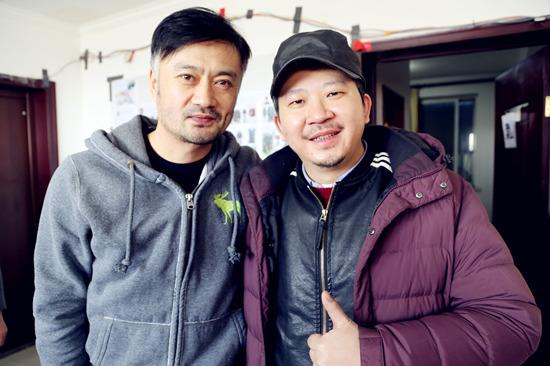 曹卫宇与饶晓志导演合影、