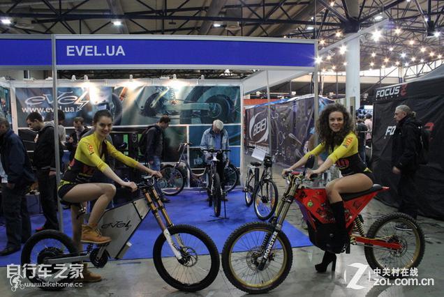 这款自行车名叫Vector,可骑行也可作电动自行车,相比目前其他智能自行车专注于数据采集以及分析,Vector更专注于自行车原本的作用舒适的骑行体验,主要体现在以下几点: