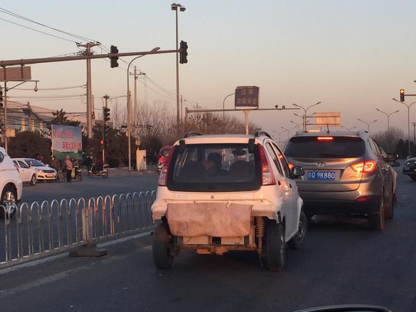 区金榆路,一台御捷Q系列电动车在没有后保险杠状态下行驶.-疑似高清图片