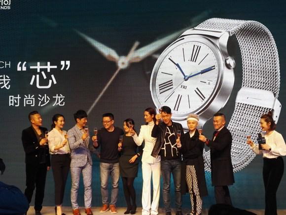 其实早在去年3月份的MWC展会上,华为便正式发布了这款智能手表,并于去年年底正式在国内市场开售,售价2388元起。