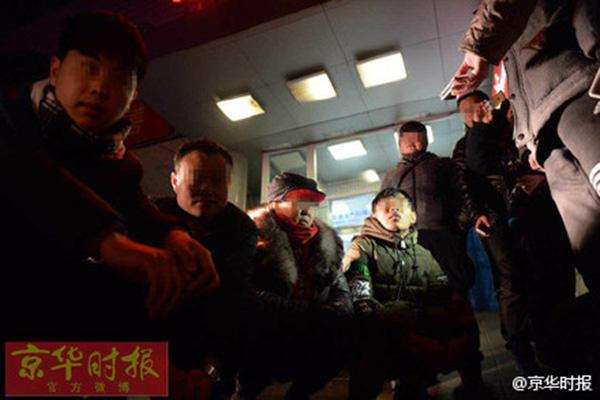 北京民警在空军总医院抓6名号贩子 皆为下线